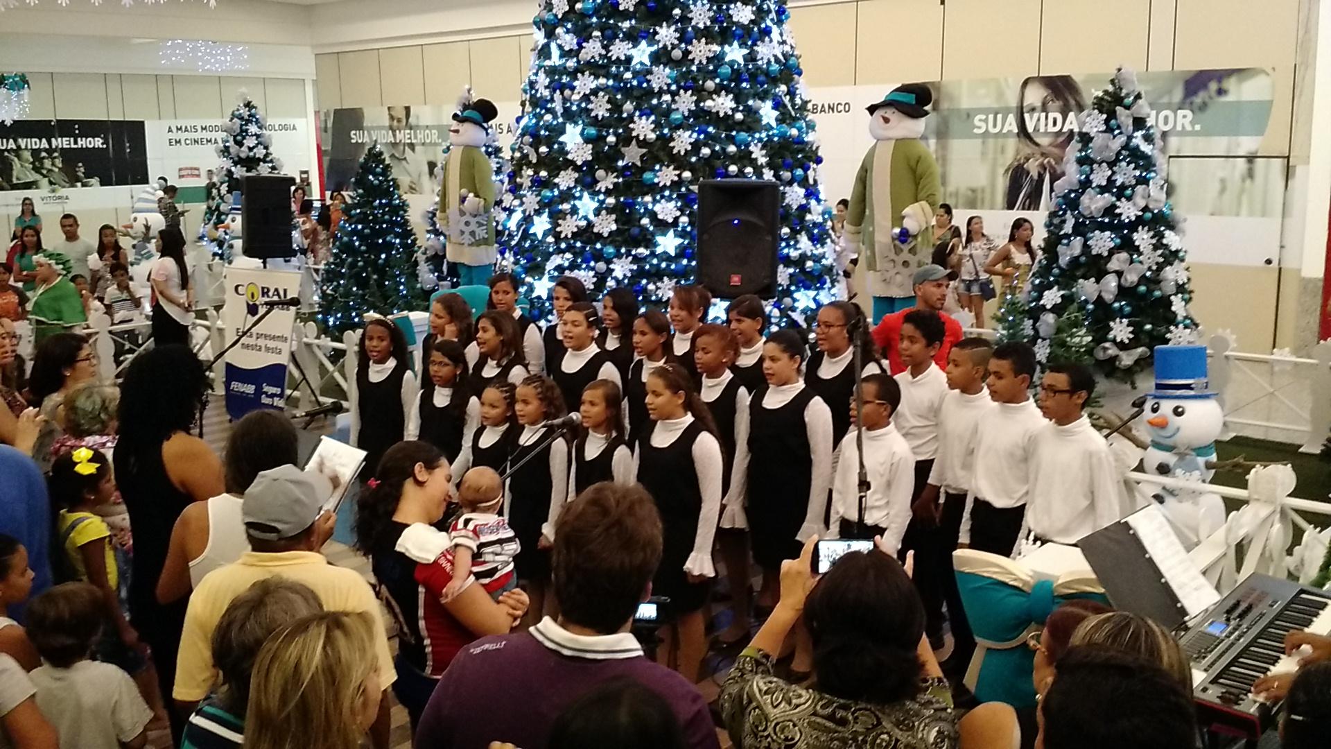 Nesse domingo o Vitória Park Shopping foi palco de grandes eventos. O  início das atividades se deu com a chegada radical do Papai Noel. 6cbad45d94
