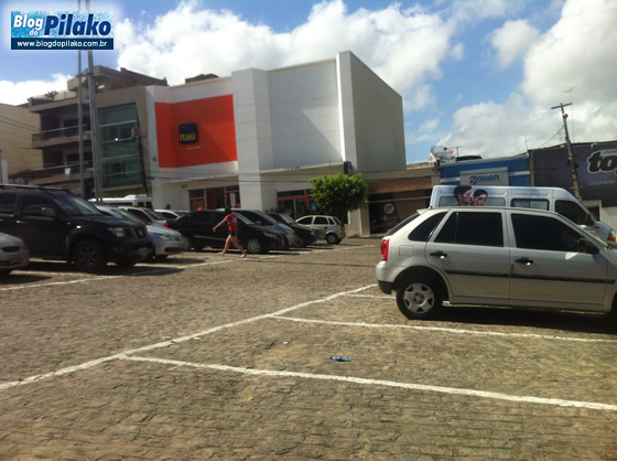 Foto carro estacionado na Duque