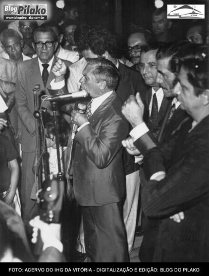 O TEMPO VOA - HOMENAGEM PRESTADA AO DR JOSE DE MOURA CAVALCANTI FUTURO GOV DO ESTADO EM 18-08-74