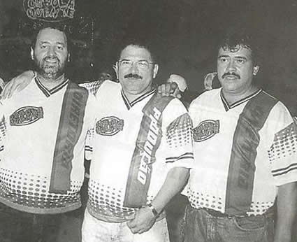 RUA - A foto registra a diretoria da Cebola Quente Antonio de Lemos, Zez+® da Pavane e Demetrius Lisboa - Carnaval 2000