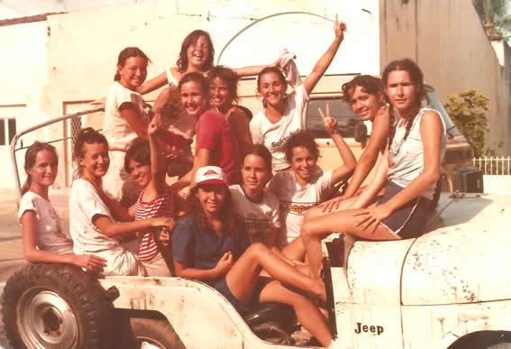 RUA - Ana Geruja, Rosimere Andrade, Flavia Barros, Joseane, Ladjane, Laura, Miriam, Eliane, Ana, Luciana, Silvana, Alzira e Valeria - Carnaval de 1983 - Silva Jardim.